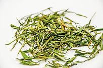散在桌子上的绿茶黄山毛峰