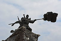 革命胜利的旗帜石雕