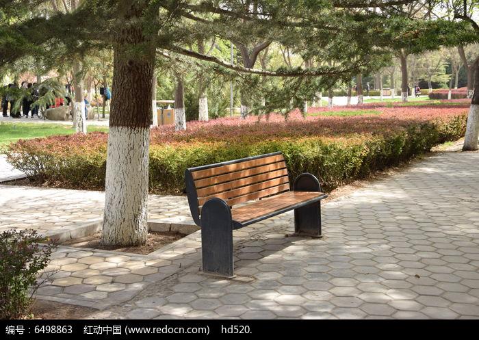 马路边的休息椅