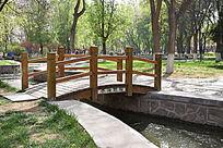 公园小河木桥图片