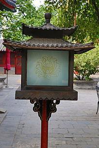 古代传统莲花纹四角双塔路灯