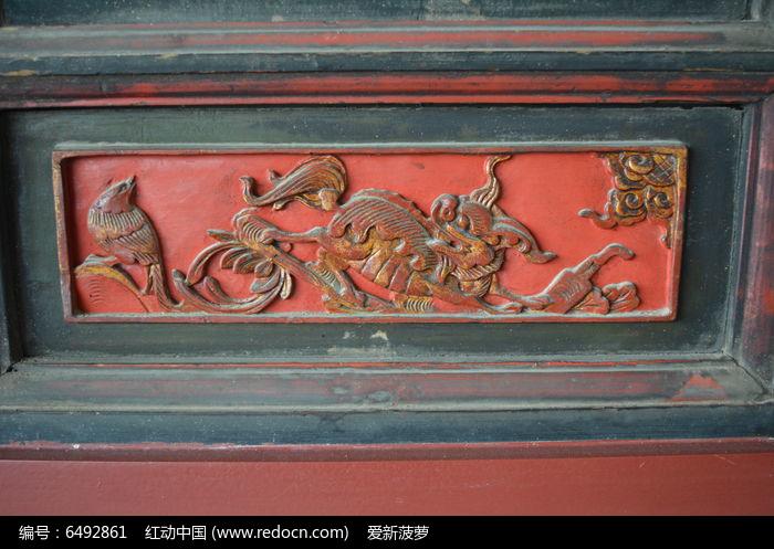 红底描金麒麟木雕图片,高清大图_雕刻艺术素材