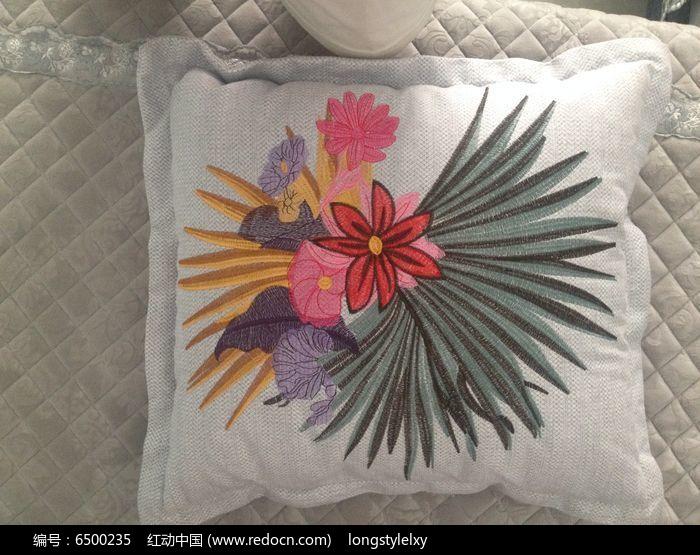 花样刺绣抱枕图片