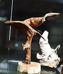 根雕艺术飞鹰