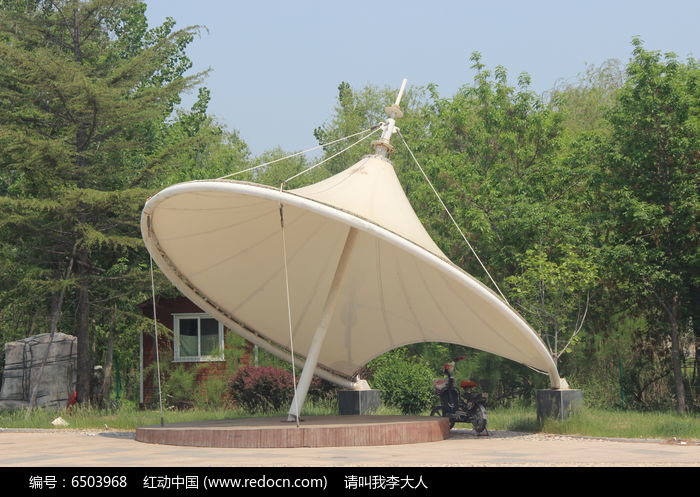 伞形叠加钢结构图