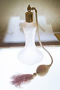 欧洲早期手动挤压式的香水瓶