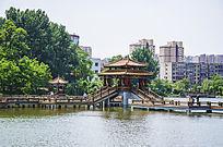 鞍山烈士山人防公园水上凉亭与木栏石桥