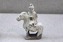金代瓷白釉骑马人物