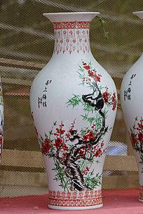 喜上梅梢彩绘花瓶