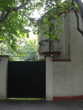 别墅大树露台