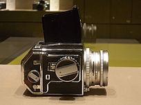 东风单镜头反光机右侧面