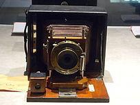 古董款箱式相机正面