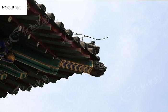 中式木制卯榫结构古建筑屋檐图片