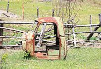 废旧的汽车驾驶室