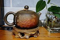 荷花紫砂茶壶