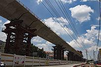 建造中的高架桥梁