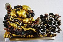 金漆麒麟神兽木雕