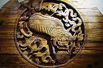 圆形老虎木雕画