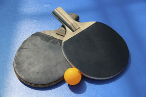 球拍与乒乓球