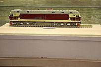 东风型内燃机车红色火车模型