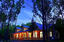 木屋建筑夜色