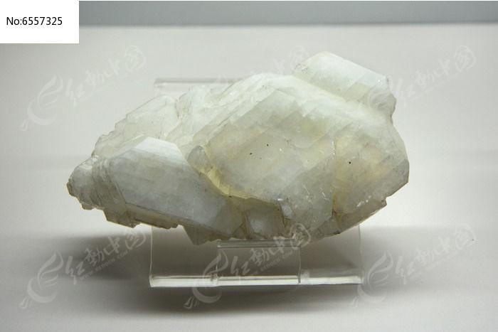 硬硼钙石晶体