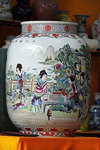彩绘美女图花瓶