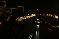 街灯和汽车的痕迹