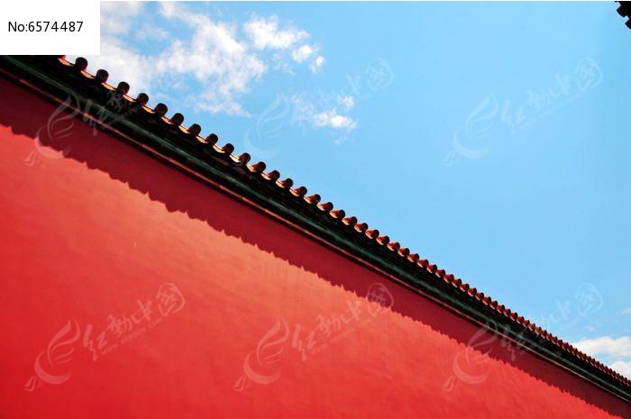 蓝色的天空与红色的宫墙