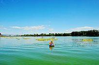 青山绿水与小舟