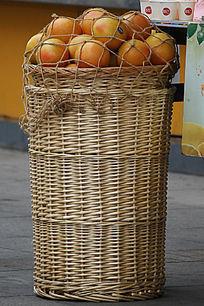 竹编筐橙子