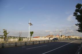 蓝天下欧式城堡风情小镇