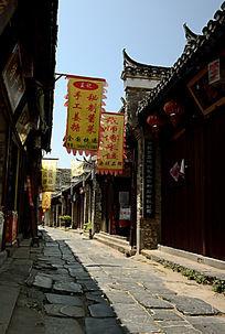 青石板铺成的古镇老街