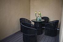 家居悠闲桌椅布置