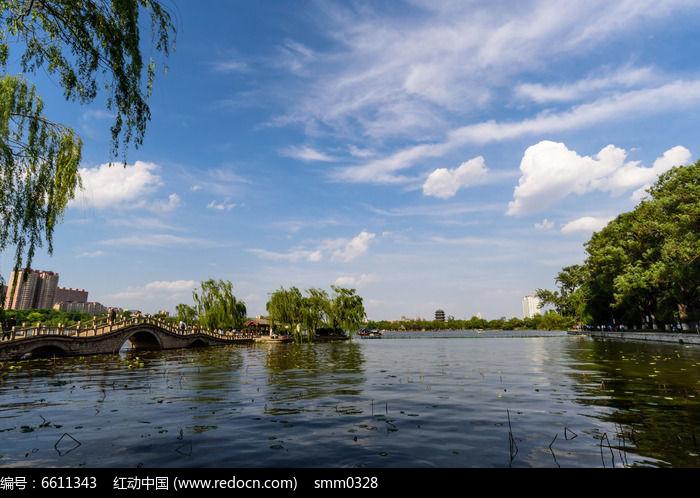 蓝天白云绿树碧水图片,高清大图_江河湖泊素材