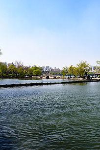 济南大明湖公园翠柳屏岛