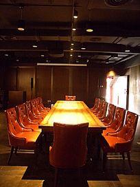 近摄长条会议桌