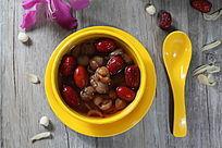 桂圆红枣糖水甜品