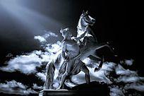 黑白雕像人和马