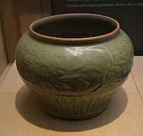 龙泉窑刻花花纹绿陶罐