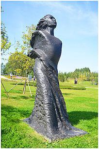 仰望人物雕塑