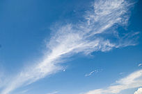 羽毛状的白云