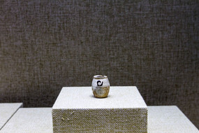 白地黑花罐