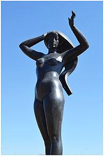 春天的女神雕塑