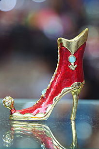 水晶高跟鞋铜雕