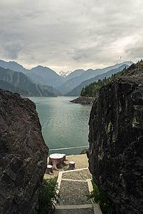 新疆山峰山脉石头风景图