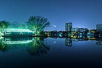 夜幕下的大明湖