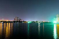 夜晚的大明湖公园