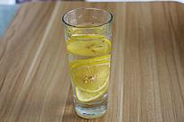 一杯柠檬汁