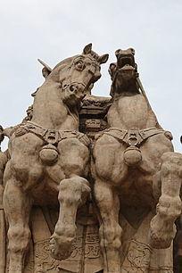 并行奔马雕像